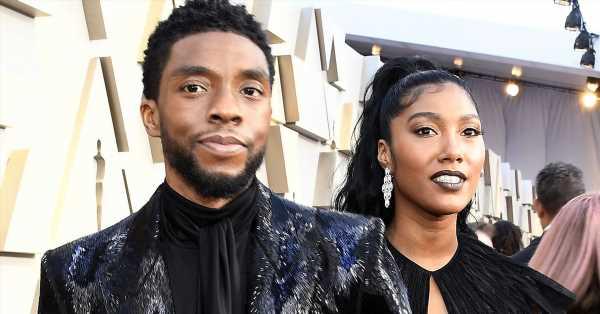 La viuda de Chadwick Boseman llora con el primer premio póstumo que recibe el actor