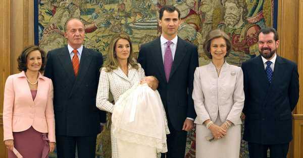 15 años del bautizo de Leonor: un faldón histórico, doña Sofía de madrina y Letizia impecable con abrigo-vestido de Felipe Varela