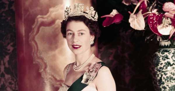 Clive Irving, biógrafo de Isabel II: Creo que existe un riesgo muy real de que si Carlos la sucede, la monarquía se derrumbará muy rápido