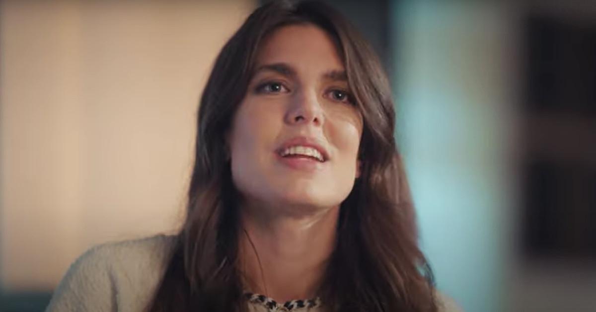 Carlota Casiraghi debuta en el club de lectura de Chanel con dos 'looks' sobresalientes