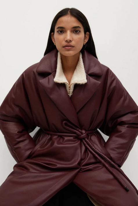 El abrigo con más tendencias del momento está en Mango (y es de nueva colección)