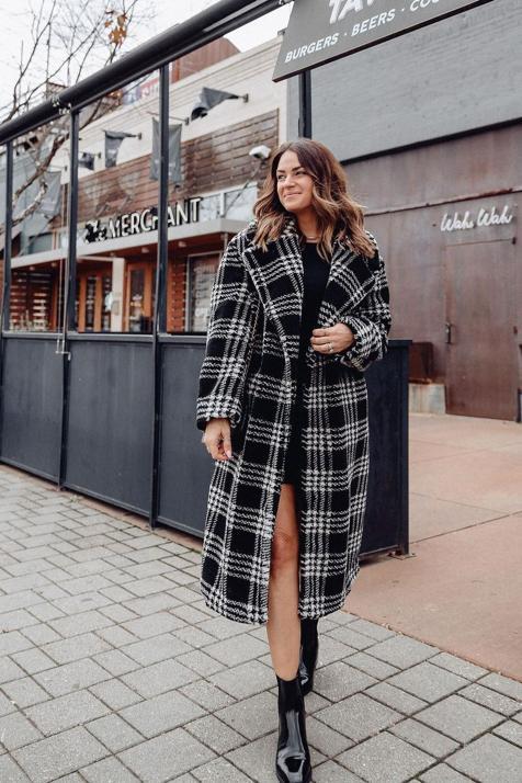 4 abrigos que acaban de llegar a las tiendas y son perfectos para sumarte al estampado estrella de la temporada
