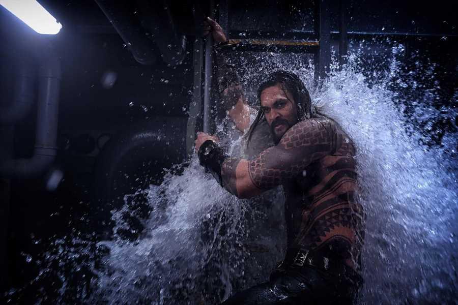 Jason Momoa es 'Aquaman', el auténtico rey de los mares