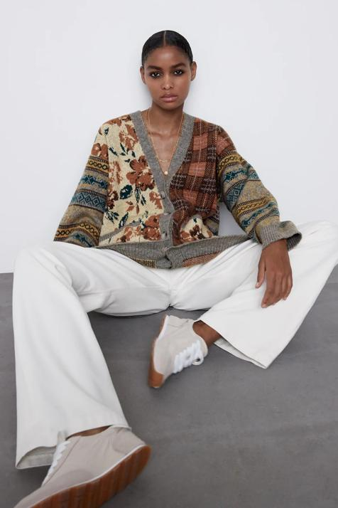 Si buscas una chaqueta de punto original y diferente esta de lo nuevo de Zara te va a conquistar
