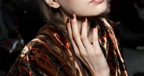 Tres colores de uñas tendencia que rejuvenecen las manos y crean una manicura ideal (y no son ni el rojo ni el negro ni el nude)