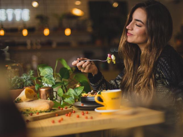 Te lo ponemos fácil: así de rico es un menú semanal de una dieta alta en fibra que mantiene las calorías bajo control y hace que tu vientre se vuelva plano