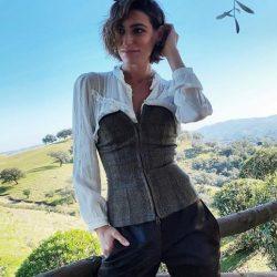 Eugenia Osborne tiene tres looks perfectos (y muy diferentes) con unos mismos pantalones negros que hacen tipazo