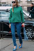 Cómo convertir un look normal en otro extraordinario: mezclar un jersey verde y zapato azul (brutal)