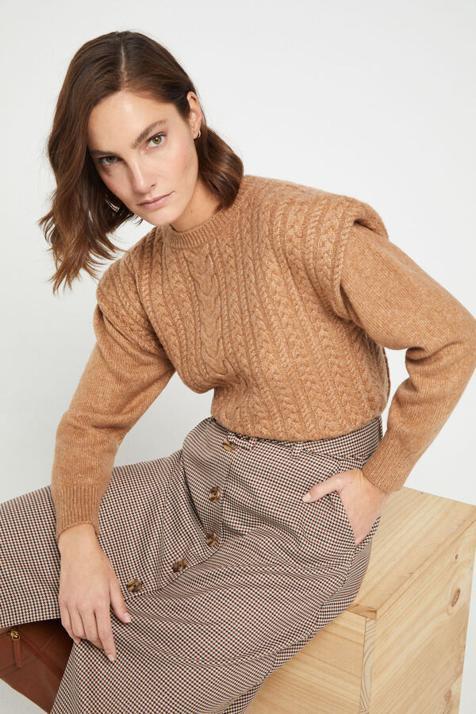 Este conjunto de jersey y falda midi con un punto british es el único look que tu armario necesita ahora mismo para ser el más elegante