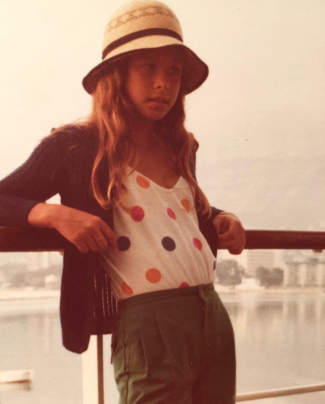Sabes quién es esta famosa que ha revolucionado sus redes con una foto de su infancia
