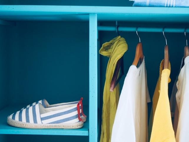3 trucos para ordenar, limpiar y organizar armarios que harán que hasta Marie Kondo aprueba