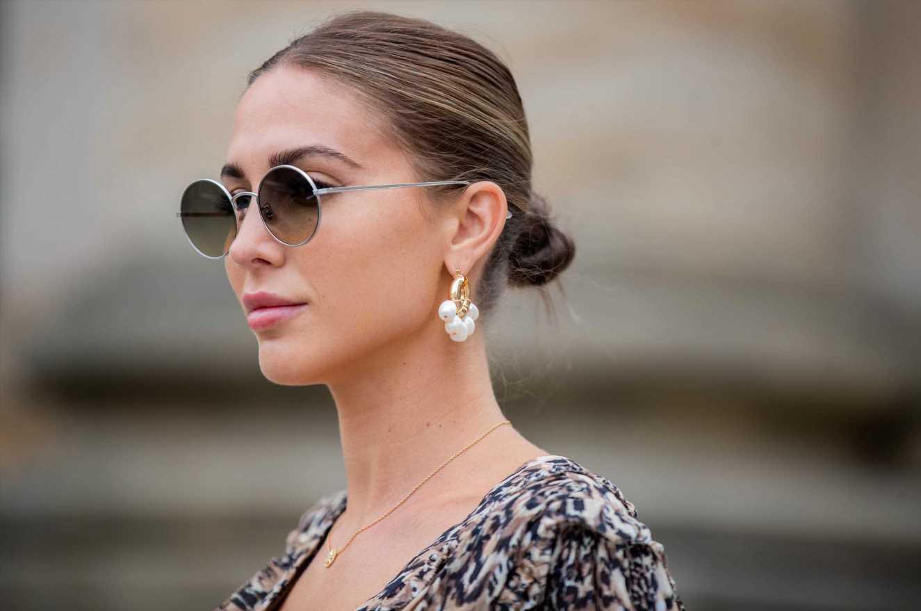 Pendientes de perlas nada clásicos que son tendencia