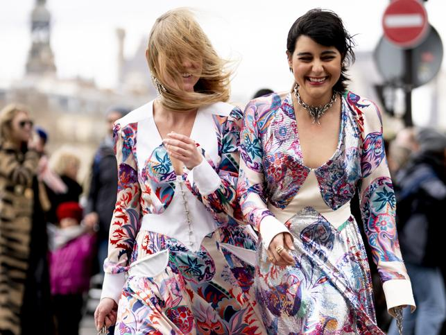 Tres vestidos de las rebajas de Bershka muy baratos, ponibles y que no pasan de moda que no te vas a quitar