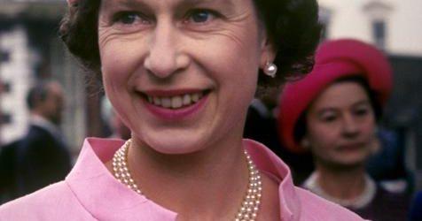 Hemos descubierto cual es el labial hidratante y de larga duración favorito de la reina Isabel II y… ¡buena noticia! Está rebajadísimo