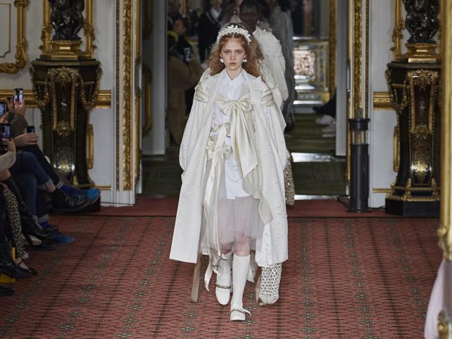 Camisas románticas, accesorios de perlas y vestidos preciosos: ya sabemos todo lo que vamos a pedir a la nueva colaboración de H&M con Simone Rocha