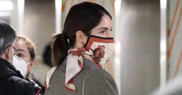 El 'look' de Sofía Palazuelo para un día de compras: mocasines de Gucci, bolso acolchado y pañuelo-mascarilla como Tamara Falcó