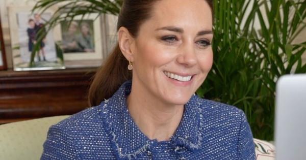 Kate Middleton da con el 'look' de videollamada que más le favorece: una chaqueta en tweed azul de Rebecca Taylor