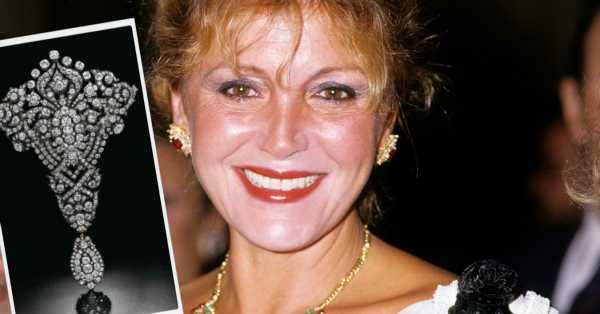 Carmen Thyssen y el 'devant corsage' de María Cristina, el imponente broche de diamantes al que dijo adiós