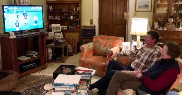 La imagen más familiar y relajada de la princesa Ana en el salón de su casa