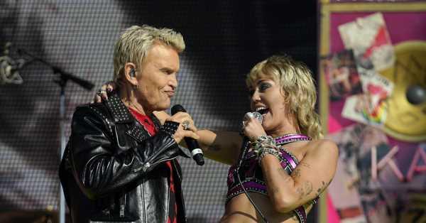 Miley Cyrus abre la Super Bowl con un concierto con público vacunado y con Bily Idol y Joan Jett como invitados