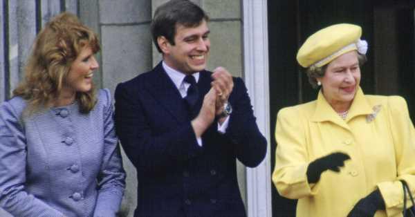 Las meteduras de pata de Sarah Ferguson cuando conoció a Isabel II: tropezó con un corgi y confundió el protocolo
