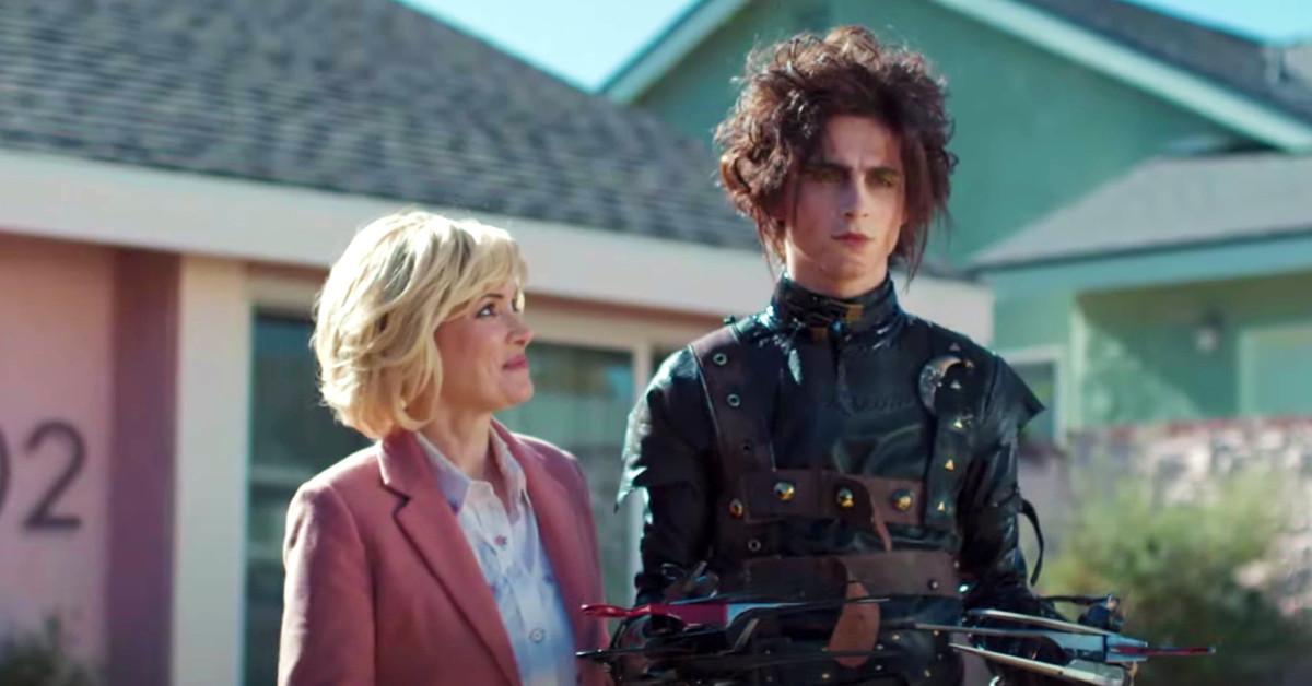 Ha sido muy dulce y surrealista para mí: hablamos con Winona Ryder sobre el anuncio inspirado en 'Eduardo Manostijeras' con Timothée Chalamet para la Super Bowl