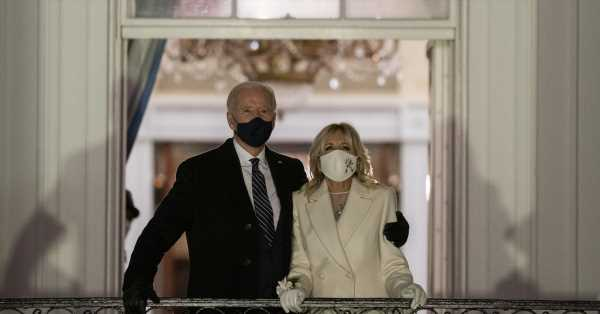 Los Biden llenan de corazones el jardín de la Casa Blanca: San Valentín es el día favorito de Jill
