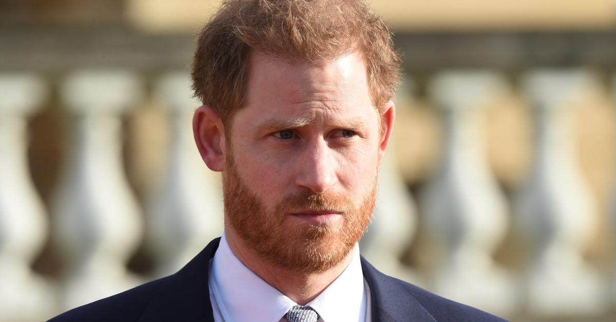 Un pestrigioso biógrafo pide que Harry renuncie a su derecho al trono: ¿podría pasar?
