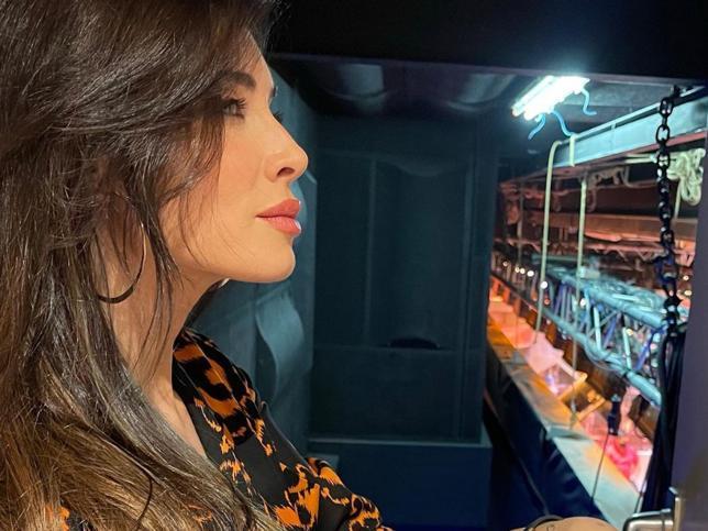El look que ha llevado Pilar Rubio en 'El Hormiguero' te sorprenderá: combina un pijama de la marca Wafflie con unos salones de tacón de Mascaró