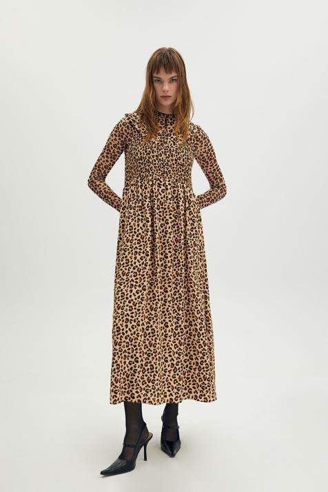 Tres vestidos, tres tendencias: la nueva colección de Sfera viene con diseños para todos los gustos