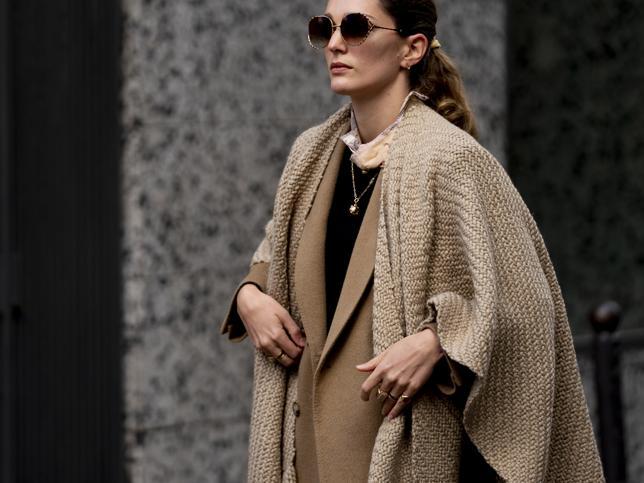 Este es el modelo de abrigo que queremos llevar durante el entretiempo: beige, largo y con cinturón