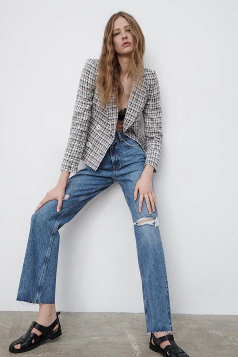 Toma nota de estas cinco originales blazers recién llegadas a Zara que te acompañarán hasta la primavera