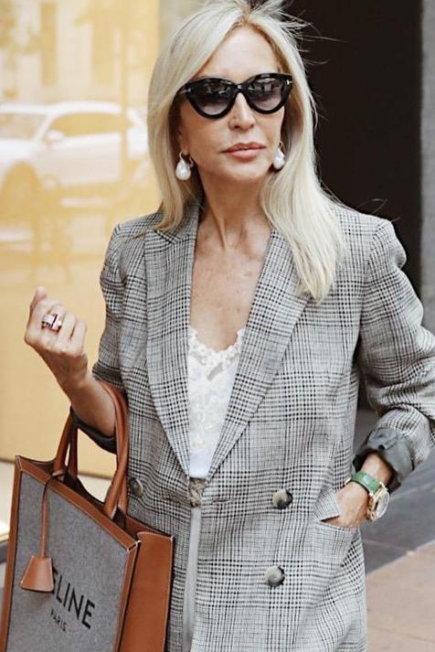 Le copiamos la blazer de cuadros a Carmen Lomana: porque es tendencia y sienta bien a cualquier edad