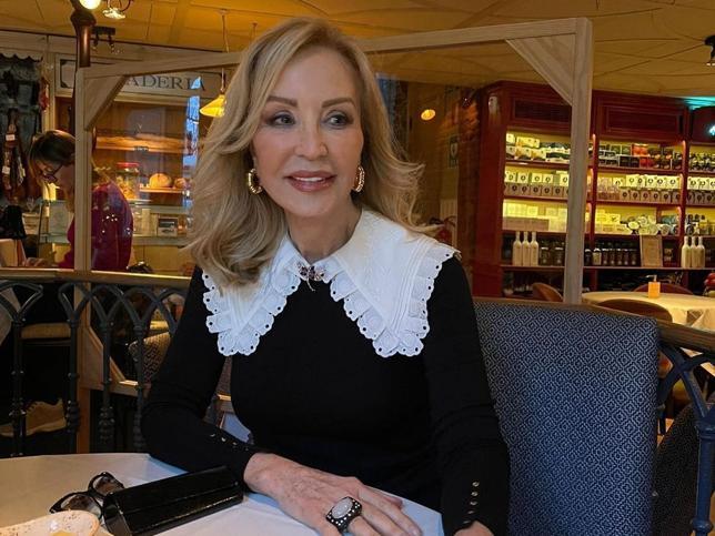 ¿Cómo mantiene Carmen Lomana su melena rubia luminosa y sana a los 70? El truco está en el lavado para pelo rubio