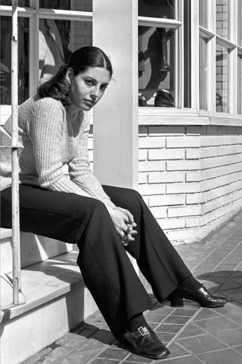 Así se convirtió Charo López en la actriz más deseada de los 80, a pesar del escándalo sexual más polémico de la época y de atreverse a rechazar a Almodóvar