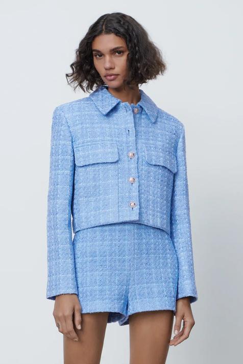 Tú tampoco podrás resistirte a este conjunto de mono y blazer de Zara con el color estrella de la temporada