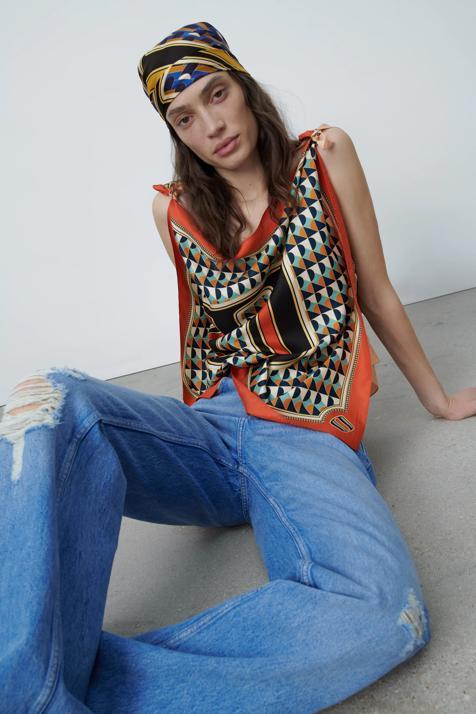Confirmado: los pañuelos con iniciales de Zara van a ser los complementos más deseado de la primavera