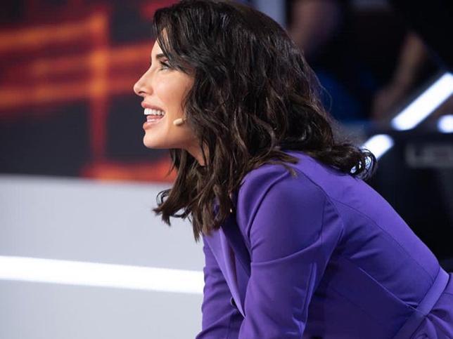 Necesitamos la blazer tan favorecedora y estilizadora que ha llevado Pilar Rubio en televisión y con la que ha triunfado