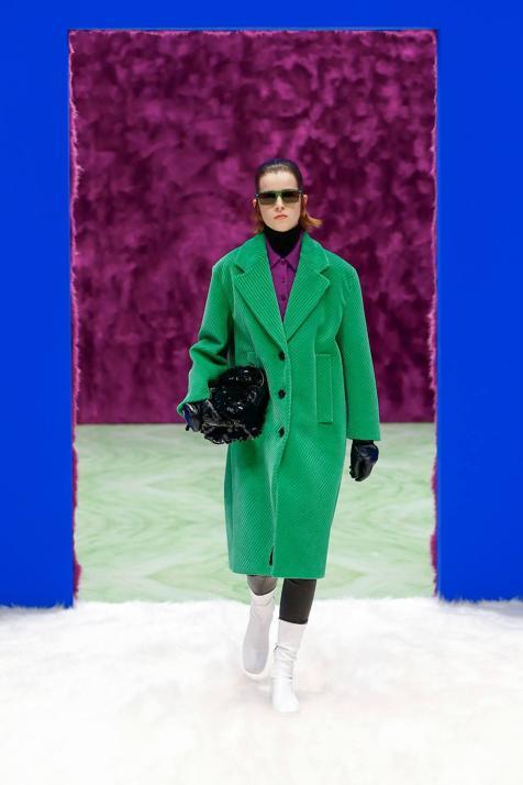 Semana de la moda de Milán: de pana, franela, pelo y hasta de lentejuelas. Por qué el único abrigo que vas a querer ponerte es uno como los del último desfile de Prada