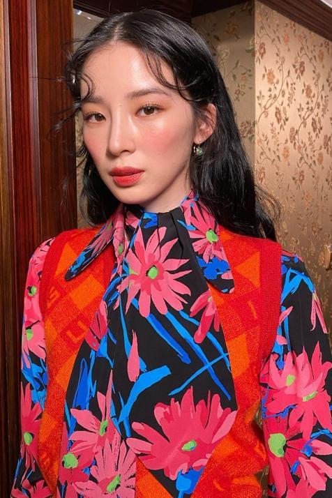 Esta prebase rebajada ilumina, quita 10 años y saca toda la jugosidad del rostro en cualquier maquillaje natural ¡la favorita de las coreanas!