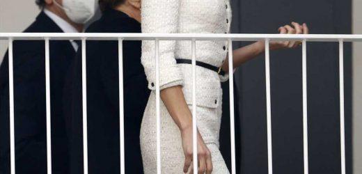 Letizia recupera un vestido de Felipe Varela para pasar un día entre arte