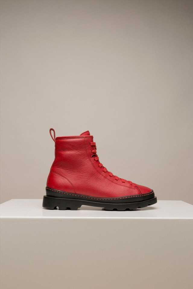 Camper crea una colección a partir de zapatos usados