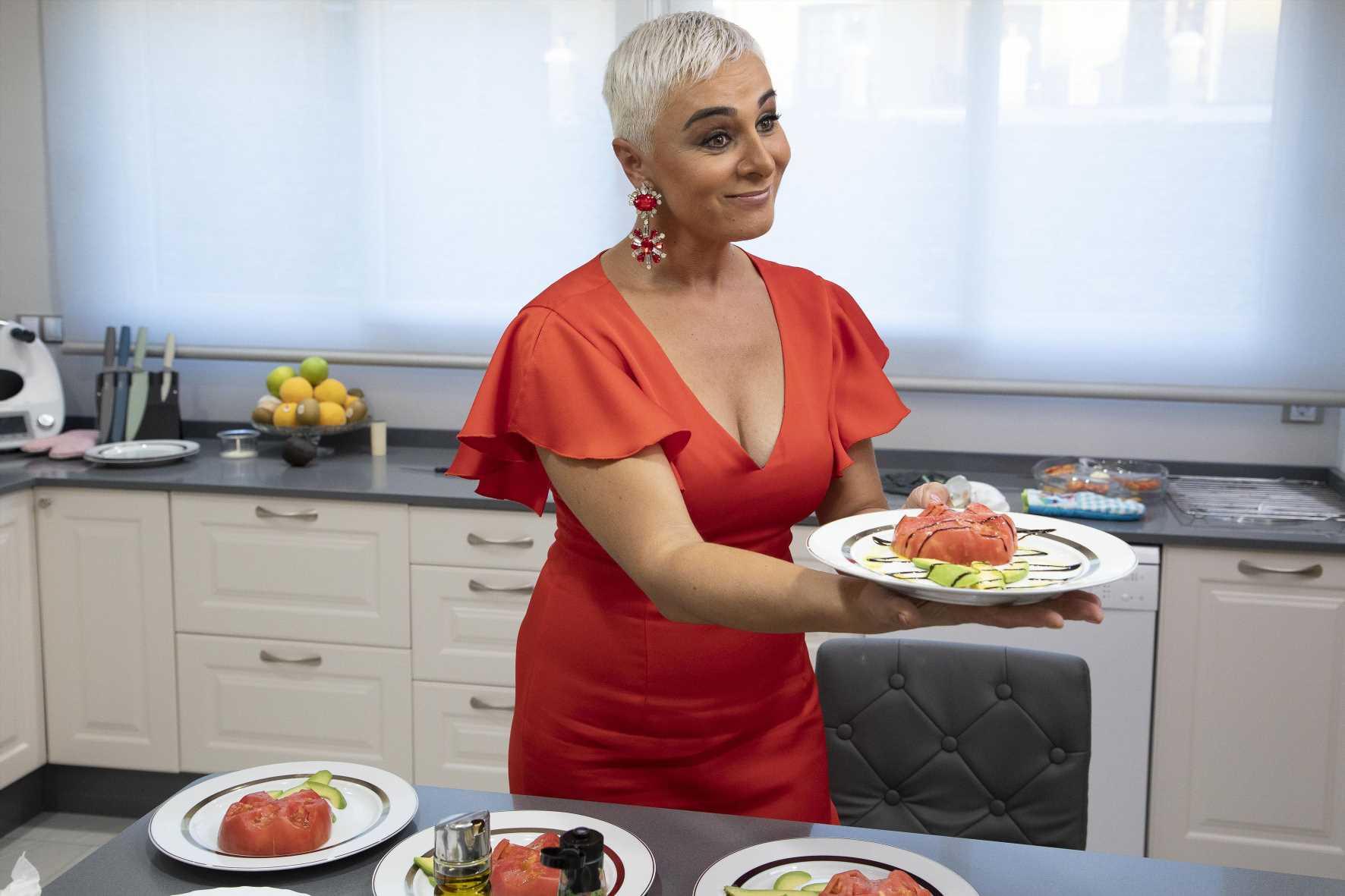 Ana María Aldón sirve el último menú en 'Ven a cenar conmigo. Gourmet Edition'