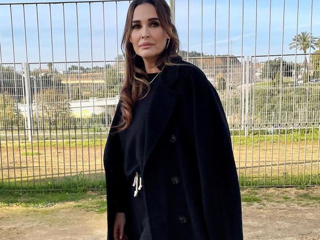 Chándal de Oysho y abrigo XXL: el look cómodo, rejuvenecedor y tendencia de Vicky Martín Berrocal para el día a día