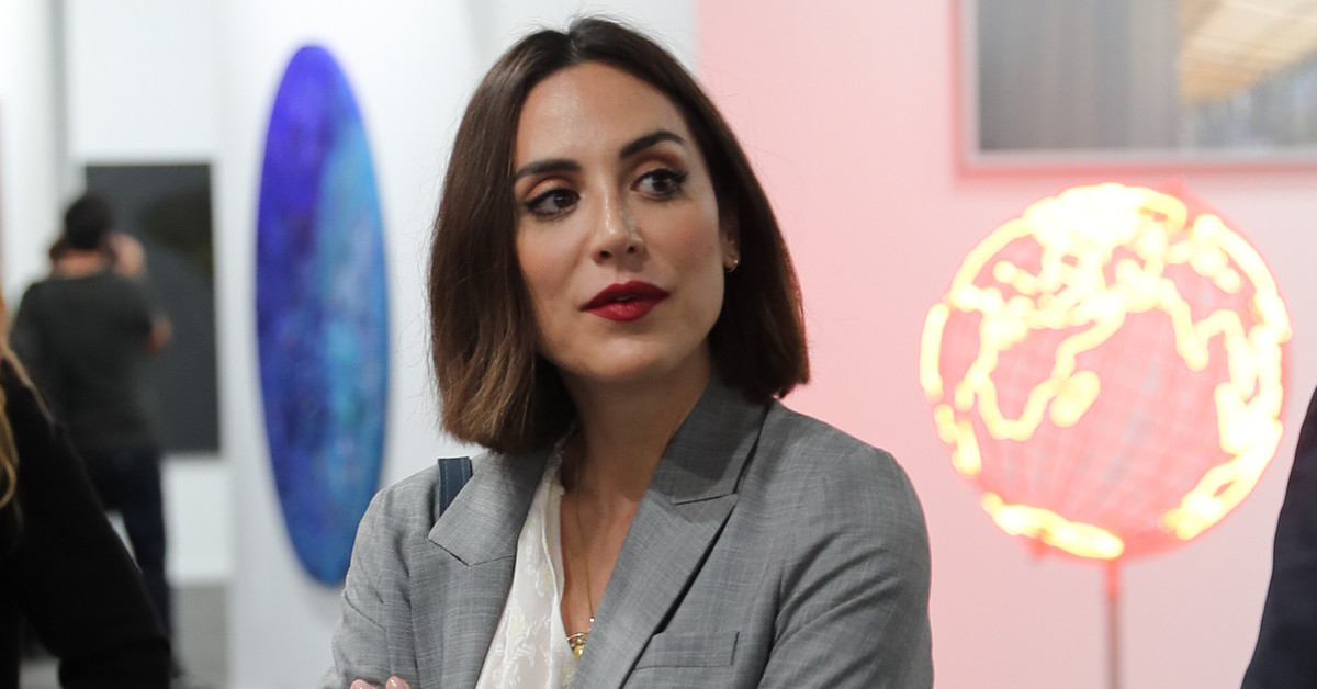 Tamara Falcó, con gabardina de H&M y traje de Maksu, la marca que la conecta con la reina Letizia y Leonor