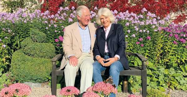 El príncipe Carlos y Camilla celebran la llegada de la primavera con una nueva (y romántica) foto