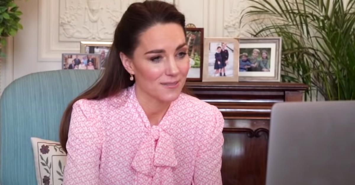 Y mientras, Kate Middleton… Al volante de vuelta en Londres y una blusa feminista