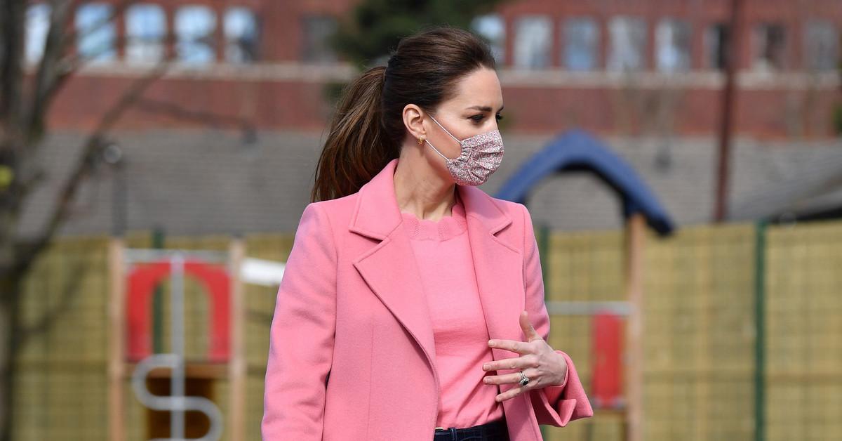 Kate Middleton reaparece en la tormenta: radiante y de rosa con abrigo de Boden