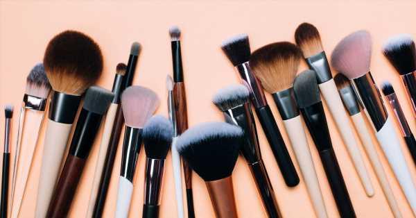 Cómo limpiar tus brochas de maquillaje de forma sencilla y rápida