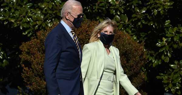 Jill Biden recuerda su primer día en la Casa Blanca con un vestido y abrigo verde menta de Brandon Maxwell, el exestilista de Lady Gaga